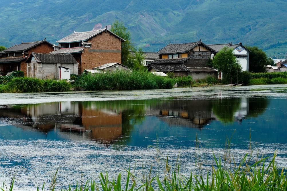 景点描述            洱源西湖风景名胜区位于大理白族自治州洱源县