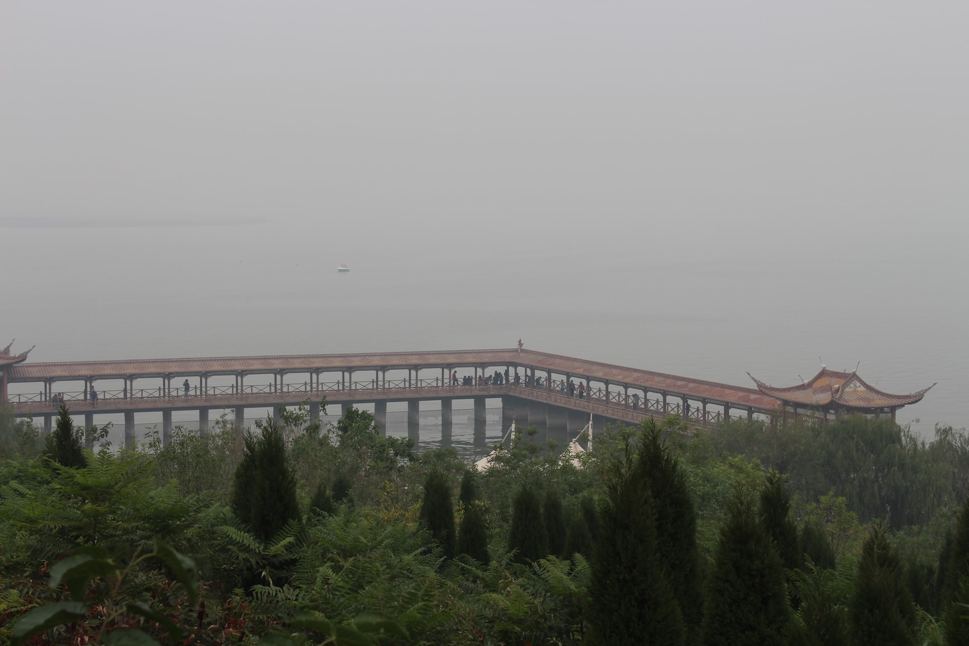胜利天鹅湖位于东营市东城东南方向15公里天鹅湖旅游度假区
